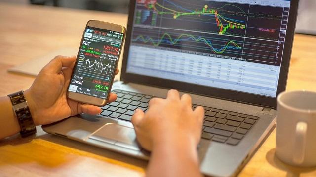 Đặt mua cổ phiếu online qua smartphone/máy tính