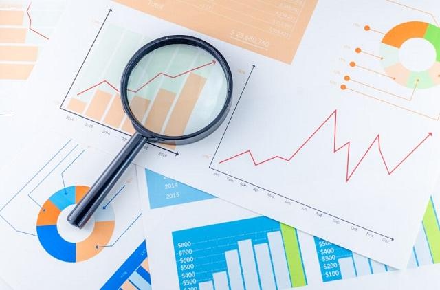 Tiến hành nghiên cứu báo cáo tài chính của một doanh nghiệp đã niêm yết trên sàn chứng khoán