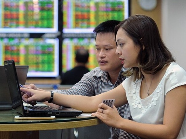 Lựa chọn cổ phiếu ở công ty có vốn hóa lớn