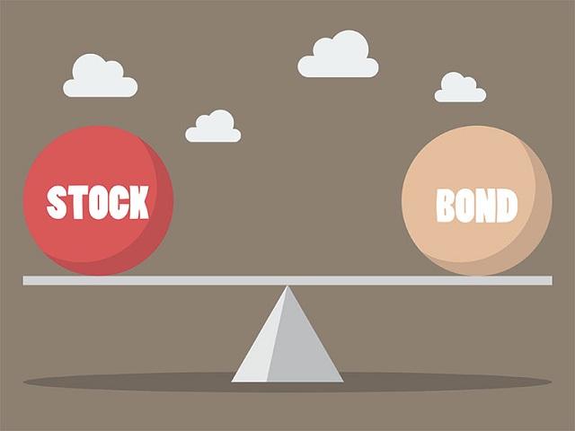 So sánh cổ phiếu và trái phiếu theo quy định pháp luật