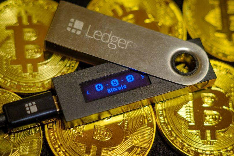 Ví lạnh Ledger hiện tương thích với khoảng trên 26 loại coin và trên 1500 loại mã thông báo