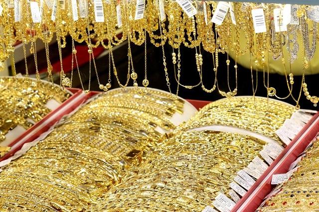 Vàng 610 thường được sử dụng để làm đồ trang sức nhờ vào những đặc tính nổi bật của chúng